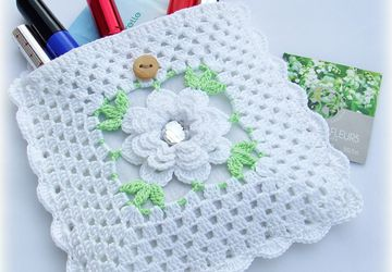 "A knitted cosmetic bag ""White rose"""