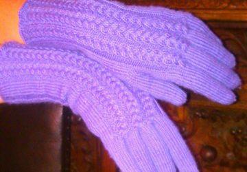 Knitted violet gloves