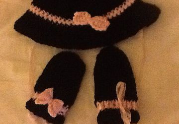 Black spy hat with pink ribbon and matching mittens