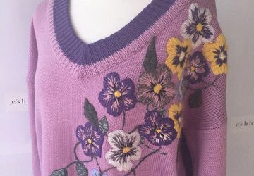 V-neck sweater in lilac and violet with handmade floral embroidery