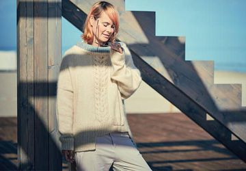 Cozy thick winter sweater in beige / white off with braid and comfy turtleneck