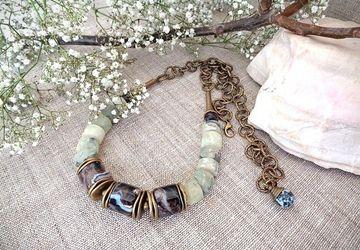 Beads made of Brazilian agate and prehnite