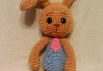 A knitted bunny