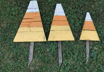 Candy Corn yard stakes, halloween yard art, reclaimed wood, candy corn, fall candy corn, lawn stakes, border decoration, fall yard stakes