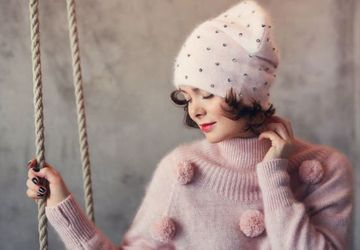 Pink knit cashmere beanie hat with crystals