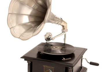HANDCRAFTED VINTAGE STYLE GRAMOPHONE
