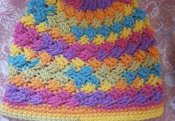 Ponnytail messy crochet hat