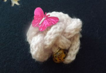 Knitted button knot brooch