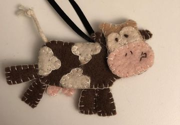 Make Your Own Cow// DIY Sewing kit