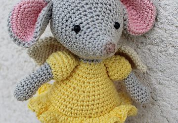 Baby mobile, yellow mouse mobile Animal nursery mobile, crib mobile girl, mouse with angel wings, baby nursery decor, yellow mobile, animal