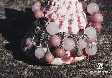 Wristlet with rhodonite and rose quartz