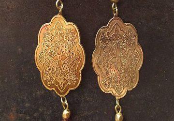 Brass antiquated earrings with garnet gemstone