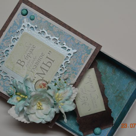 holiday gift rose white box