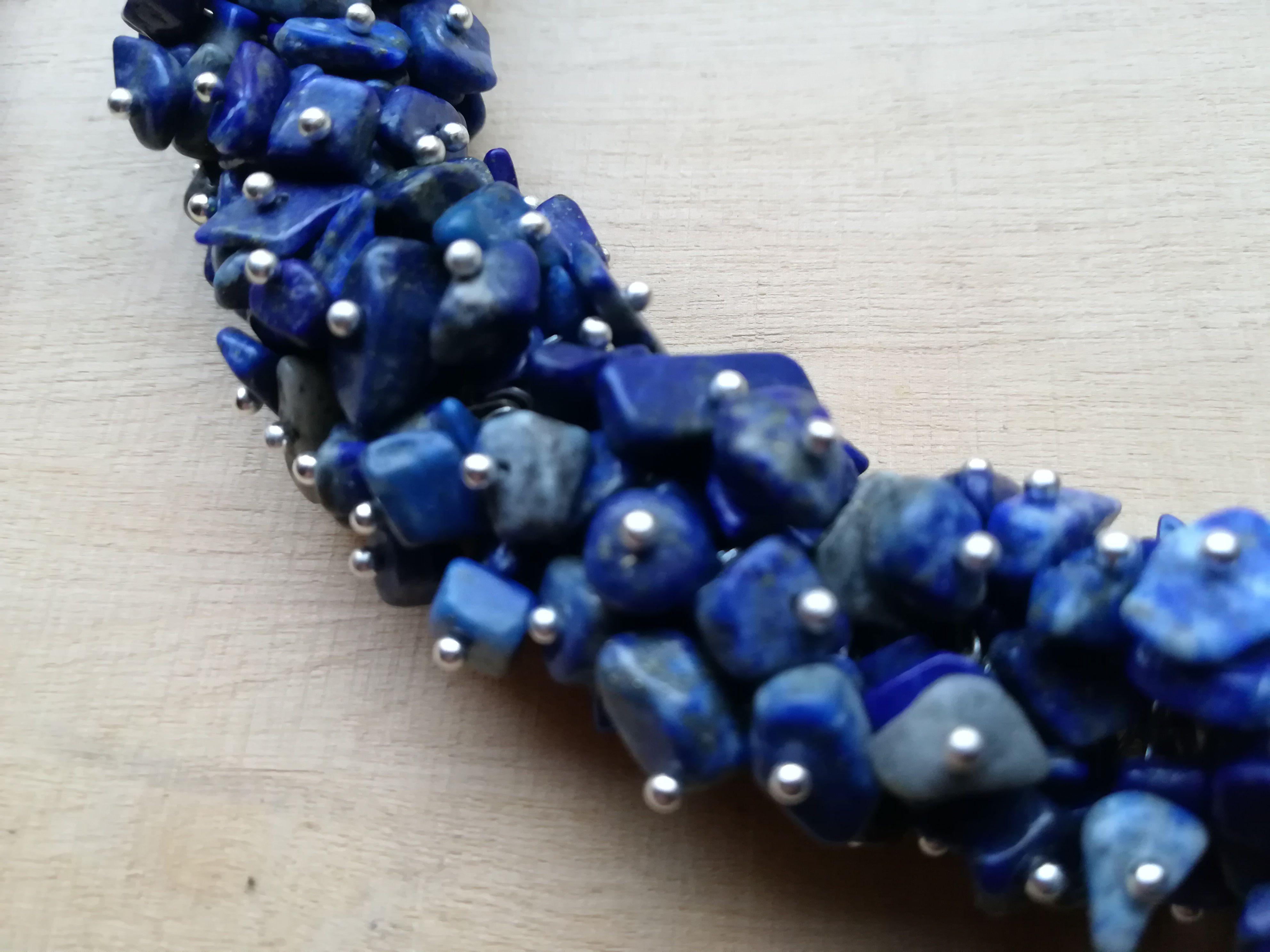 chips necklace blue lapis lazuli